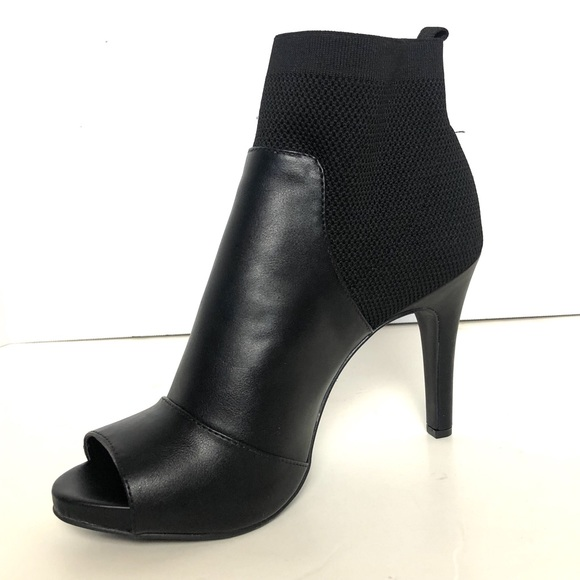 49e5bb47fa8f Simply Vera Wang Manchester Black Ankle Boots 10